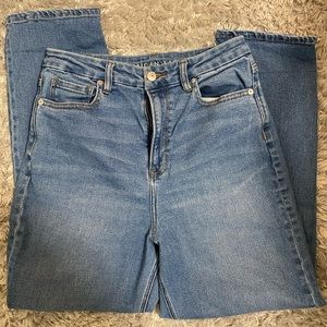 Medium washed mom jeans